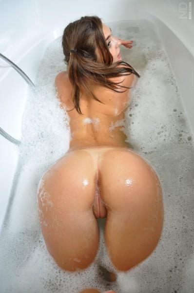 mokra w wannie